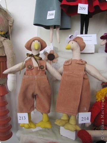 У нас в Запорожье ко Дню Кукольника,прошла выставка кукол.Выставлялись запорожские мастера кукол первый раз,но был полный аншлаг!Заранее прошу прощения,что не всех мастеров назову и не о всех техниках смогу рассказать...Но не могу удержаться,зная,что многим мастерам будет интересно. фото 3