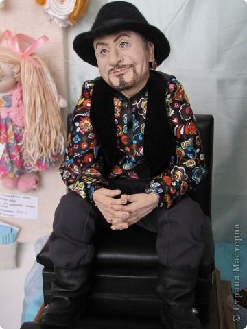 У нас в Запорожье ко Дню Кукольника,прошла выставка кукол.Выставлялись запорожские мастера кукол первый раз,но был полный аншлаг!Заранее прошу прощения,что не всех мастеров назову и не о всех техниках смогу рассказать...Но не могу удержаться,зная,что многим мастерам будет интересно. фото 14