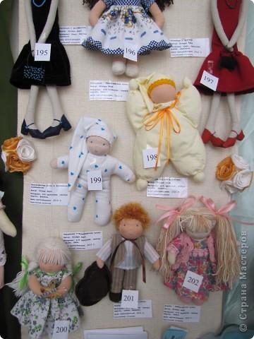 У нас в Запорожье ко Дню Кукольника,прошла выставка кукол.Выставлялись запорожские мастера кукол первый раз,но был полный аншлаг!Заранее прошу прощения,что не всех мастеров назову и не о всех техниках смогу рассказать...Но не могу удержаться,зная,что многим мастерам будет интересно. фото 9
