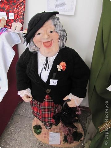 У нас в Запорожье ко Дню Кукольника,прошла выставка кукол.Выставлялись запорожские мастера кукол первый раз,но был полный аншлаг!Заранее прошу прощения,что не всех мастеров назову и не о всех техниках смогу рассказать...Но не могу удержаться,зная,что многим мастерам будет интересно. фото 17