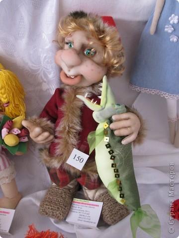 У нас в Запорожье ко Дню Кукольника,прошла выставка кукол.Выставлялись запорожские мастера кукол первый раз,но был полный аншлаг!Заранее прошу прощения,что не всех мастеров назову и не о всех техниках смогу рассказать...Но не могу удержаться,зная,что многим мастерам будет интересно. фото 23