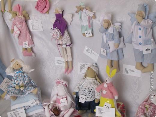У нас в Запорожье ко Дню Кукольника,прошла выставка кукол.Выставлялись запорожские мастера кукол первый раз,но был полный аншлаг!Заранее прошу прощения,что не всех мастеров назову и не о всех техниках смогу рассказать...Но не могу удержаться,зная,что многим мастерам будет интересно. фото 4