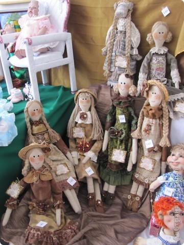 У нас в Запорожье ко Дню Кукольника,прошла выставка кукол.Выставлялись запорожские мастера кукол первый раз,но был полный аншлаг!Заранее прошу прощения,что не всех мастеров назову и не о всех техниках смогу рассказать...Но не могу удержаться,зная,что многим мастерам будет интересно. фото 5