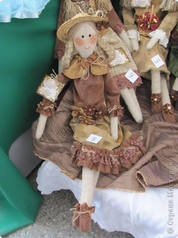 У нас в Запорожье ко Дню Кукольника,прошла выставка кукол.Выставлялись запорожские мастера кукол первый раз,но был полный аншлаг!Заранее прошу прощения,что не всех мастеров назову и не о всех техниках смогу рассказать...Но не могу удержаться,зная,что многим мастерам будет интересно. фото 6