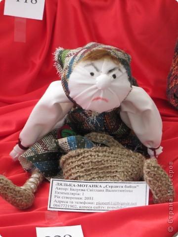 У нас в Запорожье ко Дню Кукольника,прошла выставка кукол.Выставлялись запорожские мастера кукол первый раз,но был полный аншлаг!Заранее прошу прощения,что не всех мастеров назову и не о всех техниках смогу рассказать...Но не могу удержаться,зная,что многим мастерам будет интересно. фото 30