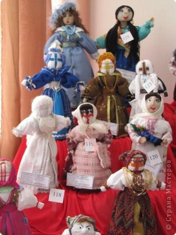 У нас в Запорожье ко Дню Кукольника,прошла выставка кукол.Выставлялись запорожские мастера кукол первый раз,но был полный аншлаг!Заранее прошу прощения,что не всех мастеров назову и не о всех техниках смогу рассказать...Но не могу удержаться,зная,что многим мастерам будет интересно. фото 31