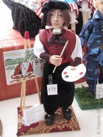 У нас в Запорожье ко Дню Кукольника,прошла выставка кукол.Выставлялись запорожские мастера кукол первый раз,но был полный аншлаг!Заранее прошу прощения,что не всех мастеров назову и не о всех техниках смогу рассказать...Но не могу удержаться,зная,что многим мастерам будет интересно. фото 33