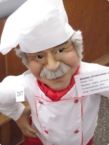 У нас в Запорожье ко Дню Кукольника,прошла выставка кукол.Выставлялись запорожские мастера кукол первый раз,но был полный аншлаг!Заранее прошу прощения,что не всех мастеров назову и не о всех техниках смогу рассказать...Но не могу удержаться,зная,что многим мастерам будет интересно. фото 34