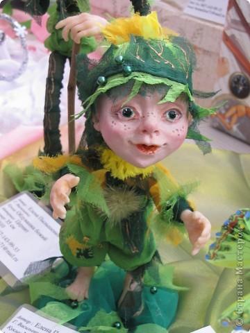 У нас в Запорожье ко Дню Кукольника,прошла выставка кукол.Выставлялись запорожские мастера кукол первый раз,но был полный аншлаг!Заранее прошу прощения,что не всех мастеров назову и не о всех техниках смогу рассказать...Но не могу удержаться,зная,что многим мастерам будет интересно. фото 39