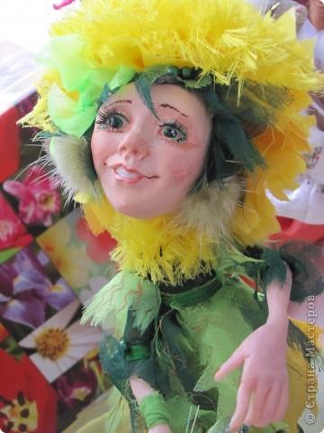 У нас в Запорожье ко Дню Кукольника,прошла выставка кукол.Выставлялись запорожские мастера кукол первый раз,но был полный аншлаг!Заранее прошу прощения,что не всех мастеров назову и не о всех техниках смогу рассказать...Но не могу удержаться,зная,что многим мастерам будет интересно. фото 40