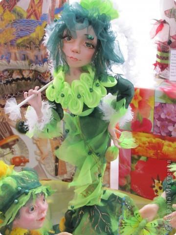 У нас в Запорожье ко Дню Кукольника,прошла выставка кукол.Выставлялись запорожские мастера кукол первый раз,но был полный аншлаг!Заранее прошу прощения,что не всех мастеров назову и не о всех техниках смогу рассказать...Но не могу удержаться,зная,что многим мастерам будет интересно. фото 41