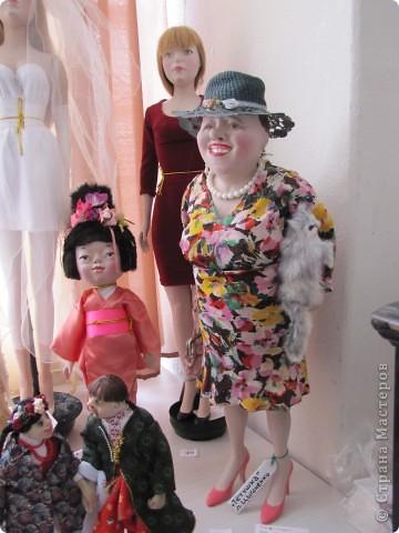 У нас в Запорожье ко Дню Кукольника,прошла выставка кукол.Выставлялись запорожские мастера кукол первый раз,но был полный аншлаг!Заранее прошу прощения,что не всех мастеров назову и не о всех техниках смогу рассказать...Но не могу удержаться,зная,что многим мастерам будет интересно. фото 45