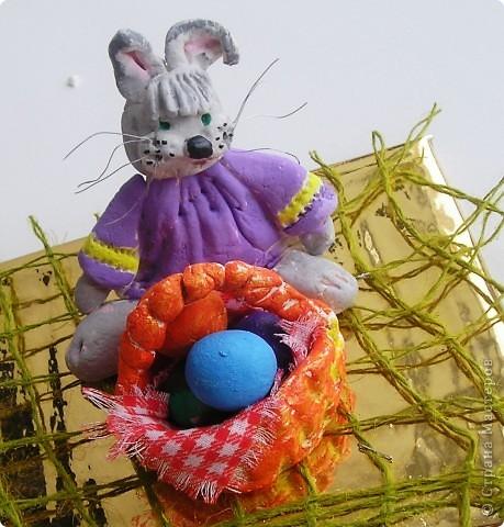 Мой самый-самый  первый опыт работы с тестом.  Любимый пасхальный кролик,  пока не закончен. Правда он больше похож на собачонку, но уж пусть будет кроликом. Скульптор из меня еще тот... фото 1