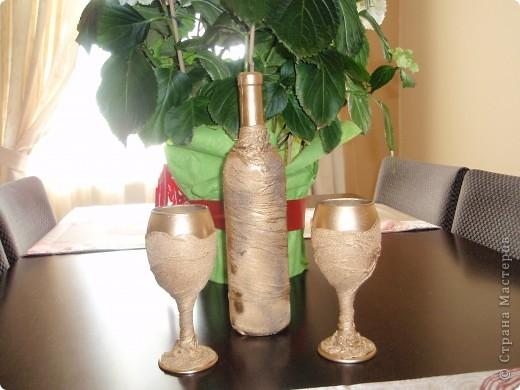 бутылка и бокалы  фото 1