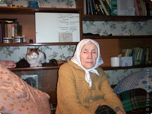Уметь стареть - вершина мудрости и одна из труднейших сторон великого искусства жизни.                                                   Амьель  Анри Фредерик   Я  согласна со всеми, что наши репортажи о домашних животных и вкусных пирогах красивы и полезны, но я решила рискнуть и выставить на Ваш суд  фоторепортаж  на очень серьезную,  болезненно-загоняемую в глубины нашего сознания, тему – Наши Старики, будь они нам нашими дорогими и любимыми родителями, дедушками и  бабушками, соседями или просто, проходящие, тихой походкой, мимо. фото 2