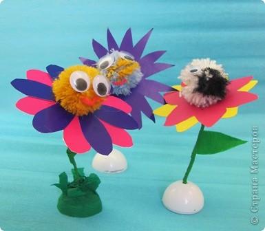 Ромашка - мой образец, завтра будем делать такие цветы с детьми. Ножка из проволочки, обмотана гофрированной бумагой, поэтому гнется куда вам надо... фото 4