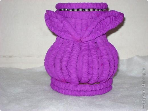 поэксперементировала с гофротрубочками и получилась вот такая вазочка фото 7