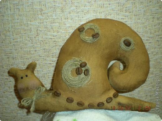 Улитка тильда. Шита из фланели, пропитка кофейно-коричная, украшение шпагат и зерна кофе. фото 1