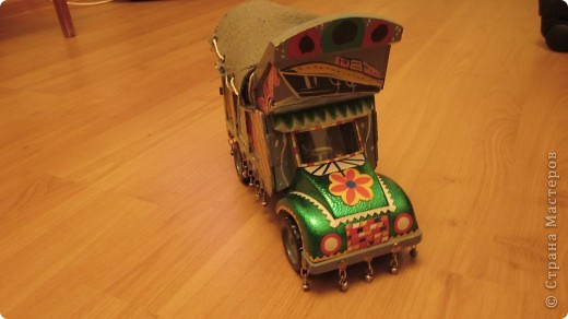 Вот такие сувенирные машины ручной работы (мини копии настоящих машин) фото 1