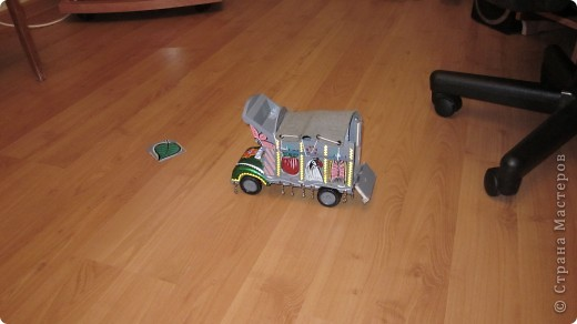 Вот такие сувенирные машины ручной работы (мини копии настоящих машин) фото 2