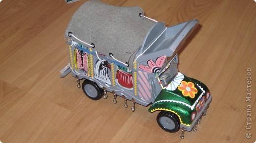 Вот такие сувенирные машины ручной работы (мини копии настоящих машин) фото 3