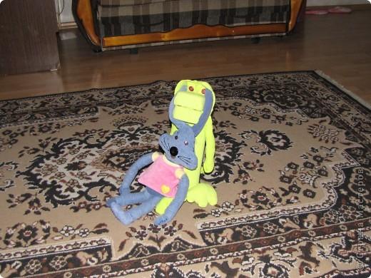 Дракоша. Футболка жены, коробка из-под лимонных долек, пуговицы, коробка из-под брелока. фото 2