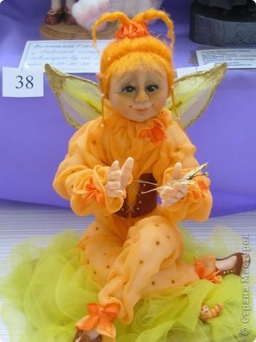 У нас в Запорожье ко Дню Кукольника,прошла выставка кукол.Выставлялись запорожские мастера кукол первый раз,но был полный аншлаг!Заранее прошу прощения,что не всех мастеров назову и не о всех техниках смогу рассказать...Но не могу удержаться,зная,что многим мастерам будет интересно. фото 56