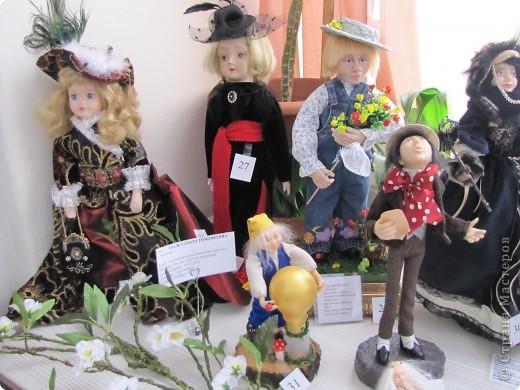 У нас в Запорожье ко Дню Кукольника,прошла выставка кукол.Выставлялись запорожские мастера кукол первый раз,но был полный аншлаг!Заранее прошу прощения,что не всех мастеров назову и не о всех техниках смогу рассказать...Но не могу удержаться,зная,что многим мастерам будет интересно. фото 58