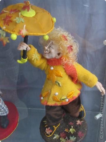 У нас в Запорожье ко Дню Кукольника,прошла выставка кукол.Выставлялись запорожские мастера кукол первый раз,но был полный аншлаг!Заранее прошу прощения,что не всех мастеров назову и не о всех техниках смогу рассказать...Но не могу удержаться,зная,что многим мастерам будет интересно. фото 55