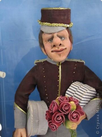 У нас в Запорожье ко Дню Кукольника,прошла выставка кукол.Выставлялись запорожские мастера кукол первый раз,но был полный аншлаг!Заранее прошу прощения,что не всех мастеров назову и не о всех техниках смогу рассказать...Но не могу удержаться,зная,что многим мастерам будет интересно. фото 53