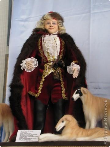 У нас в Запорожье ко Дню Кукольника,прошла выставка кукол.Выставлялись запорожские мастера кукол первый раз,но был полный аншлаг!Заранее прошу прощения,что не всех мастеров назову и не о всех техниках смогу рассказать...Но не могу удержаться,зная,что многим мастерам будет интересно. фото 50