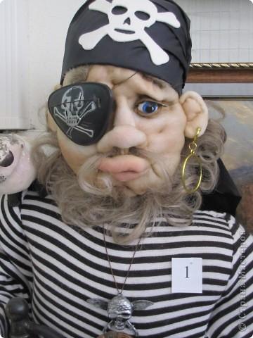 У нас в Запорожье ко Дню Кукольника,прошла выставка кукол.Выставлялись запорожские мастера кукол первый раз,но был полный аншлаг!Заранее прошу прощения,что не всех мастеров назову и не о всех техниках смогу рассказать...Но не могу удержаться,зная,что многим мастерам будет интересно. фото 52