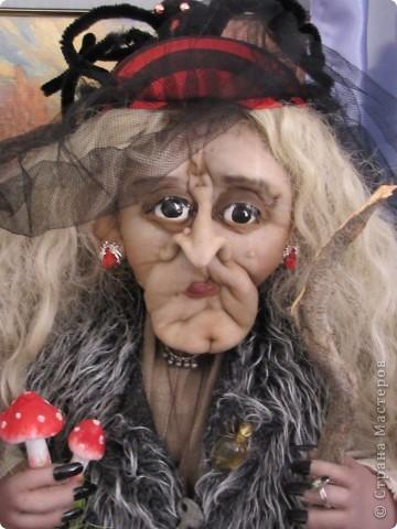 У нас в Запорожье ко Дню Кукольника,прошла выставка кукол.Выставлялись запорожские мастера кукол первый раз,но был полный аншлаг!Заранее прошу прощения,что не всех мастеров назову и не о всех техниках смогу рассказать...Но не могу удержаться,зная,что многим мастерам будет интересно. фото 51