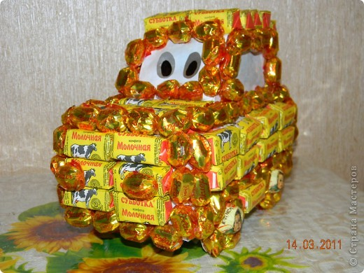 Машину делала в подарок мальчику 4 лет на день рождения.Она ему очень понравилась,кто-то из детей подумал,что это торт......... фото 3