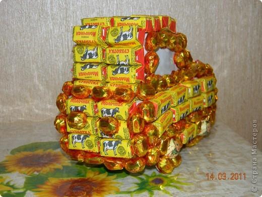 Машину делала в подарок мальчику 4 лет на день рождения.Она ему очень понравилась,кто-то из детей подумал,что это торт......... фото 2