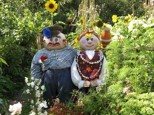 Вот такие баба Капа и деда Шершуля живут у нас в огороде уже два года. фото 1
