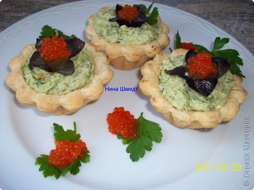 Тарталетки с авокадо и икрой минтая фото 4