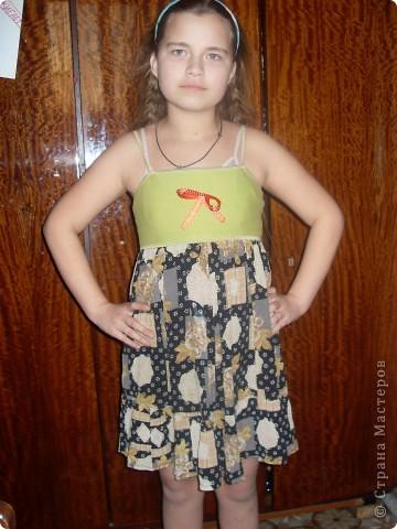 Летний сарофан  шъётся  из  короткого  топика  и  юбки