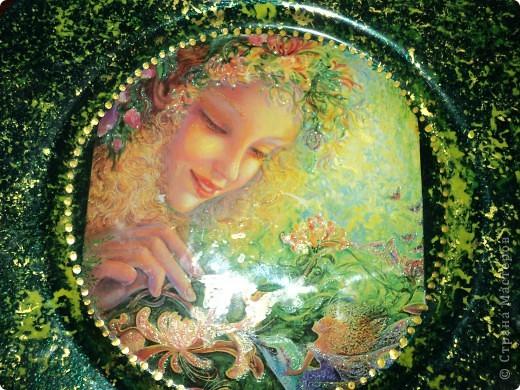 Тарелка, обратный декупаж, открытка, подрисовка акриловыми красками, контур, лак. фото 2