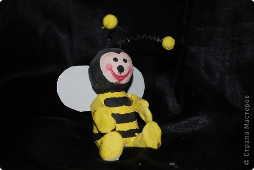 Гусеница из шариков - делают детки первого года занятий фото 5