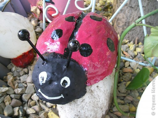 Решила выставить фигурки, которые я делала для украшения площадок в детском саду.Это колобок- самая первая моя работа в этой технике. Лиса правда готовая фигурка была, но колобок ей кстати пришёлся. фото 5