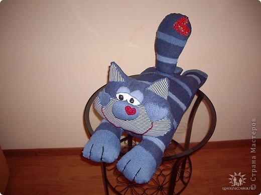 Этот кот был пошит еще до Страны Мастеров. Выкройка взята с сайта www.prettytoys.ru - сайт мне очень нравился, но потом стал почему-то платным. Конечно не жалко 30 руб в месяц, но не нравится принцип. фото 1