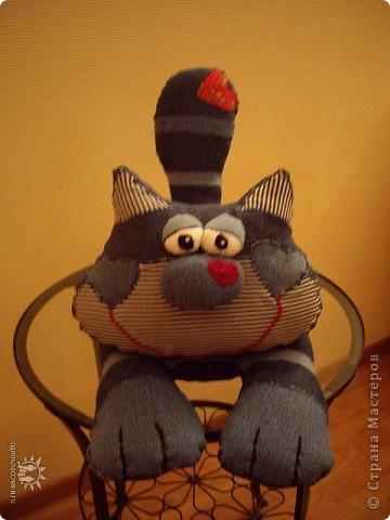 Этот кот был пошит еще до Страны Мастеров. Выкройка взята с сайта www.prettytoys.ru - сайт мне очень нравился, но потом стал почему-то платным. Конечно не жалко 30 руб в месяц, но не нравится принцип. фото 2