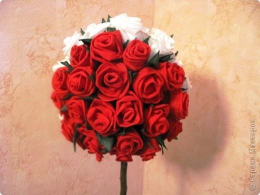 """После размещения своего мастер класса """"Розы из бумажных салфеток"""", я получила множество откликов и увидела  фото работ, выполненных по этому мастер классу. Очень приятно, что мои розы заинтересовали жительниц Страны мастеров. Это фото из МК  http://stranamasterov.ru/node/162472  . фото 1"""