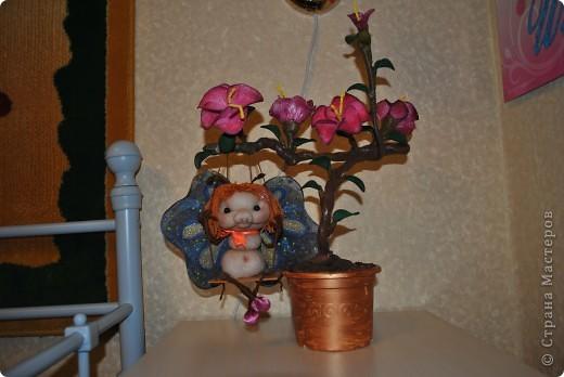 Помните МК цветов из капрона? А вот и продолжение. Цветы собрала в один цветок и на нём вдруг поселилась бабочка. Сделала по мативам pawy. Спасибо за Ваши идеи, Елена. фото 7