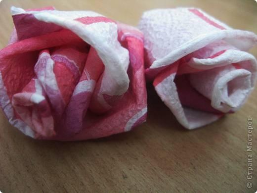 """После размещения своего мастер класса """"Розы из бумажных салфеток"""", я получила множество откликов и увидела  фото работ, выполненных по этому мастер классу. Очень приятно, что мои розы заинтересовали жительниц Страны мастеров. Это фото из МК  http://stranamasterov.ru/node/162472  . фото 4"""