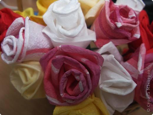 """После размещения своего мастер класса """"Розы из бумажных салфеток"""", я получила множество откликов и увидела  фото работ, выполненных по этому мастер классу. Очень приятно, что мои розы заинтересовали жительниц Страны мастеров. Это фото из МК  http://stranamasterov.ru/node/162472  . фото 5"""