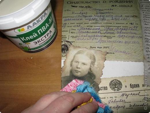 Нашла старую отцовскую папку с документами. Сокровища!!!Сначала хотела их все прямо на стенку в кухне наклеить(обои надо менять), но здравый смысл в лице моей старшей дочери победил. Вот, родились часы. фото 12