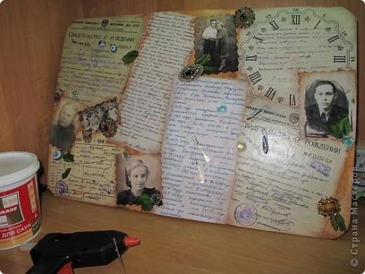 Нашла старую отцовскую папку с документами. Сокровища!!!Сначала хотела их все прямо на стенку в кухне наклеить(обои надо менять), но здравый смысл в лице моей старшей дочери победил. Вот, родились часы. фото 16