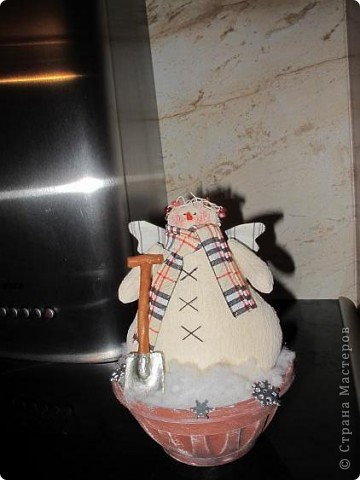 Зимой на кухонной вытяжке стоял снеговик фото 2